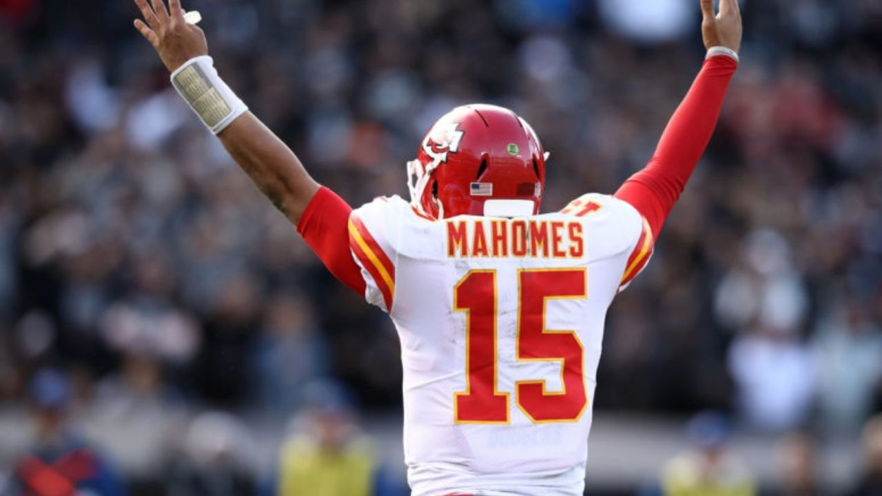 """""""Patrick Mahomes is ridiculous"""": Watch Mahomes Deliver Insane Pass in NFL Week 3"""