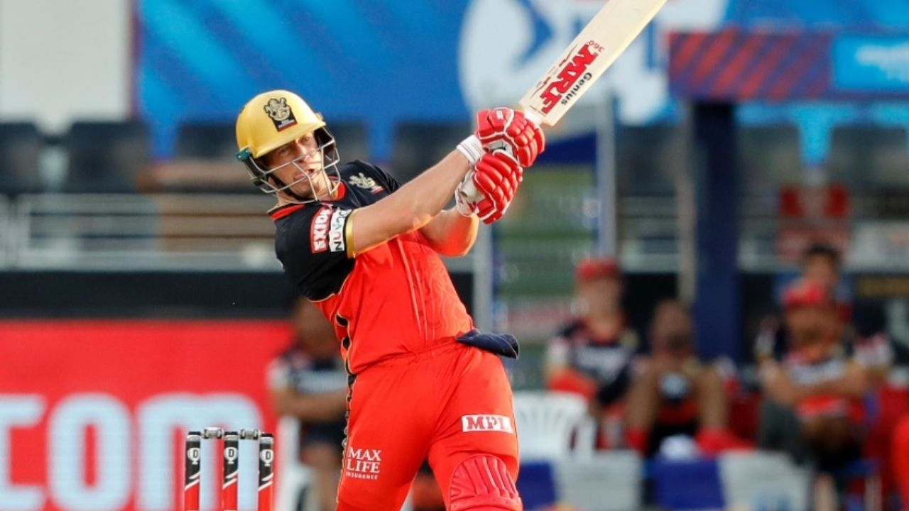 Six-smashing de Villiers carries Bangalore to 7-wicket win