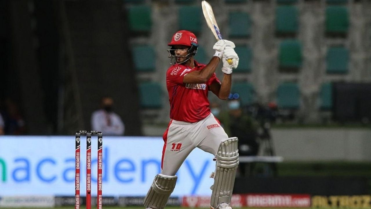 Why is Mayank Agarwal not playing today's IPL 2020 match vs SRH?