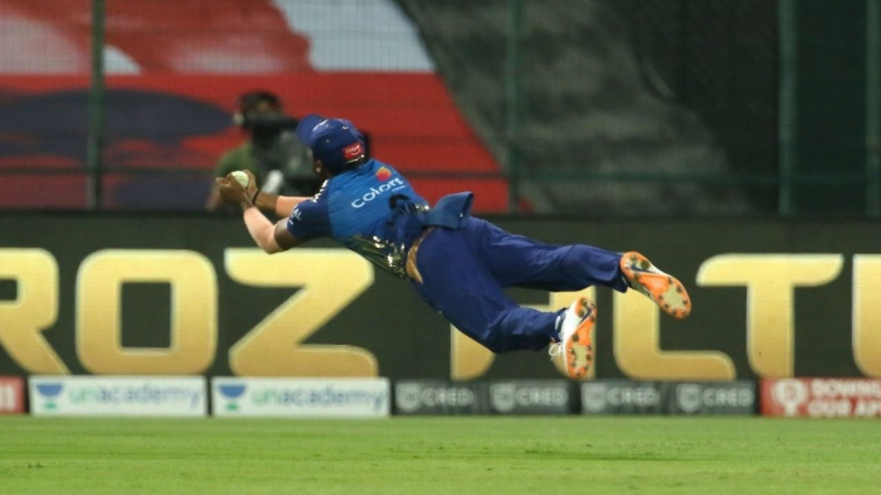 Anukul Roy catch vs Rajasthan Royals: Watch Mumbai Indians substitute fielder grabs breathtaking catch to dismiss Mahipal Lomror in IPL 2020