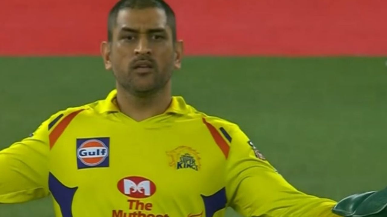 Paul Reiffel wide decision: Twitterati slam Australian umpire for not calling a wide after MS Dhoni angry stare