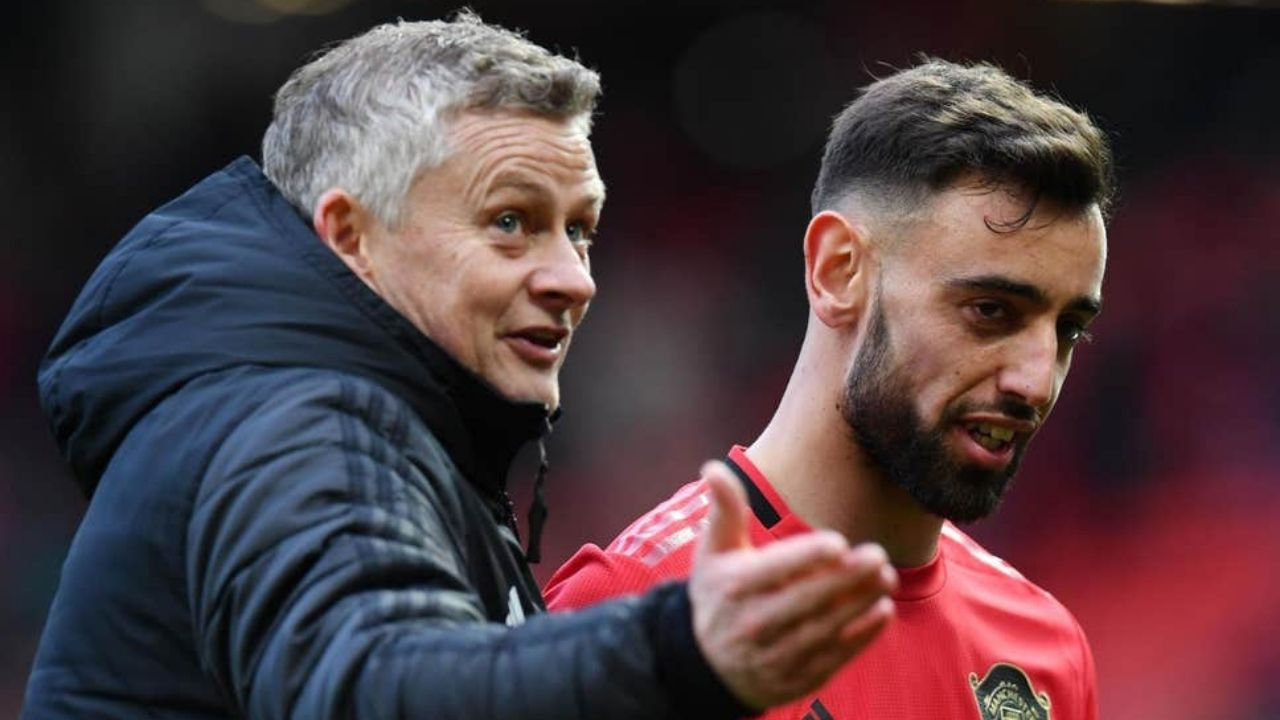 """""""Bruno Fernandes will be captain, he sits next to me""""- Ole Solskjaer reveals who will be Manchester United captain in Harry Maguire's absence"""