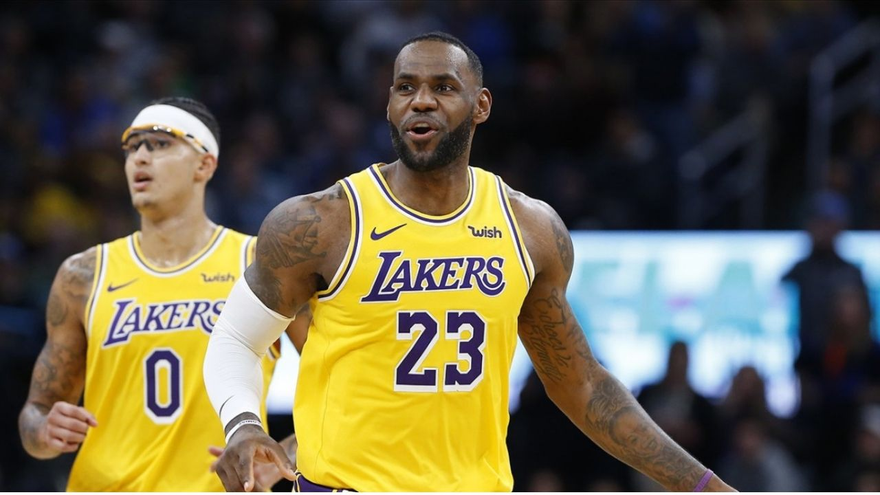 LeBron James and Lakers complain to refs