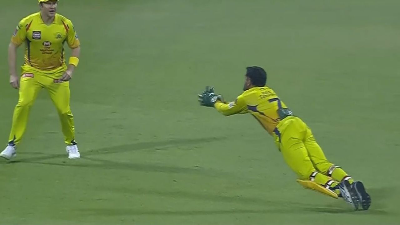MS Dhoni catch today: CSK captain grabs first-rate catch with one glove off to dismiss Shivam Mavi vs KKR