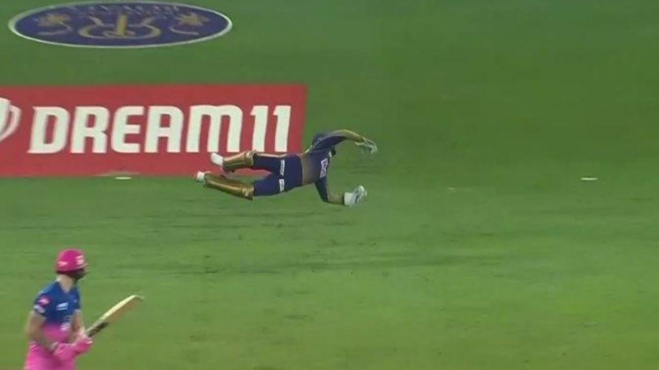Dinesh Karthik catch to dismiss Ben Stokes: KKR wicket-keeper grabs supreme  catch to dismiss RR all-rounder off Pat Cummins | The SportsRush