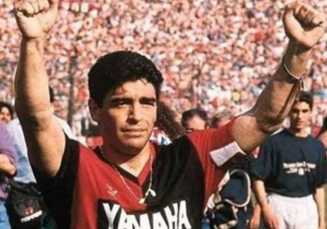 Messi Maradona Tribute : Watch Lionel Messi Pays Tribute To Diego Maradona With Old Newell's Old Boys Number 10 Shirt