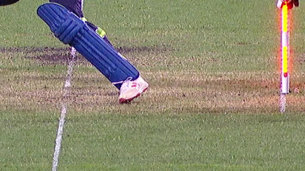 'Not Dhoni': Matthew Wade jokes with Shikhar Dhawan after missing close stumping chance in Sydney T20I