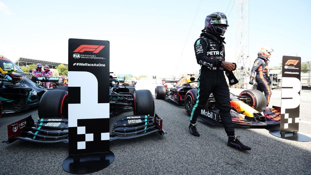 """""""I think naturally this makes Red Bull stronger""""- Lewis Hamilton backs Red Bull axing Alex Albon for 2021"""