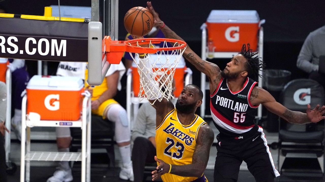 """""""LeBron James got baptized by Derrick Jones Jr"""": NBA Twitter reacts to Lakers star getting blocked by Airplane Mode"""