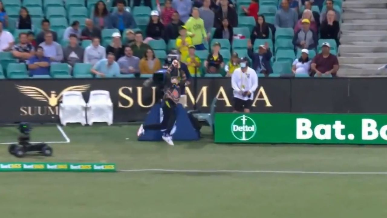 Steve Smith fielding save vs India: Watch Australian player's jaw-dropping fielding effort to save four runs at SCG