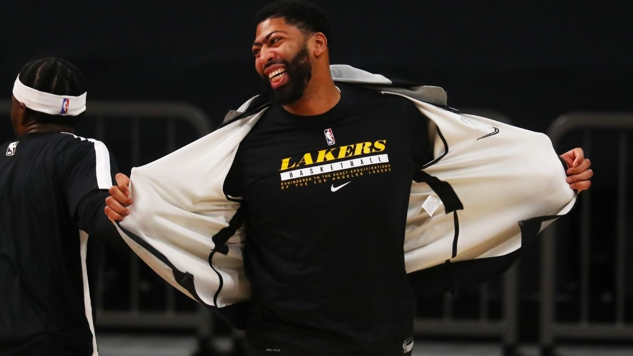 'You tellin' me Anthony Davis can't go to the locker room real quick?': NBA Twitter reacts to Lakers star clipping his toenails mid-game