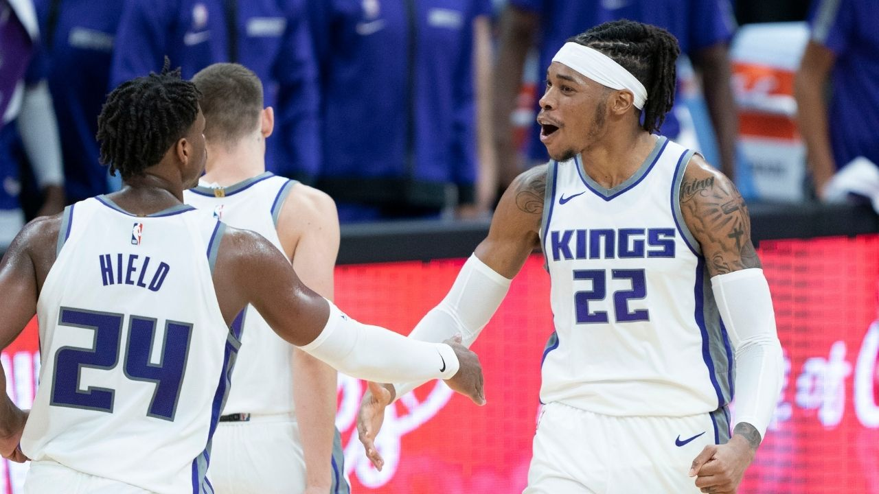 Buddy Hield buzzer beater: Kings guard hits gamewinner with tip layup after stupendous defense from Harrison Barnes
