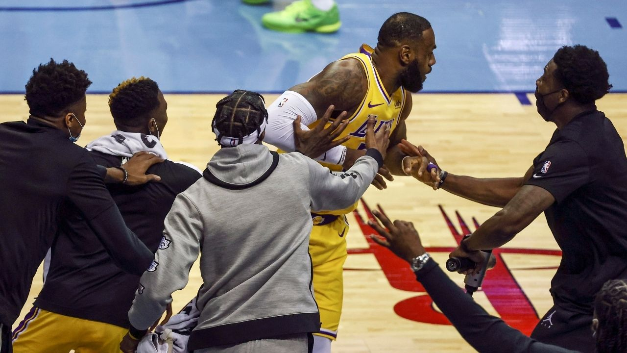 """""""LeBron James is feeling like Larry Bird"""": Lakers star turns towards bench after taking corner 3-pointer without watching it go in"""
