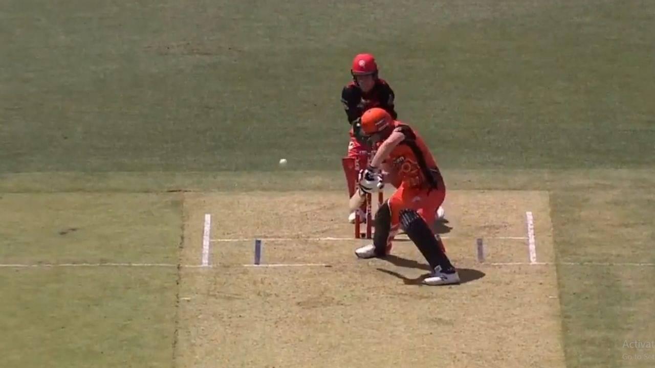 Colin Munro: Watch Scorchers batsman plays reverse late cut for a single vs Renegades in BBL 10