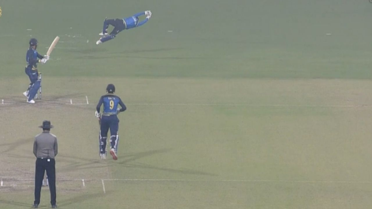 S Goswami cricketer: Watch Shreevats Goswami grabs magnificent catch to dismiss Ravi Teja in Syed Mushtaq Ali Trophy