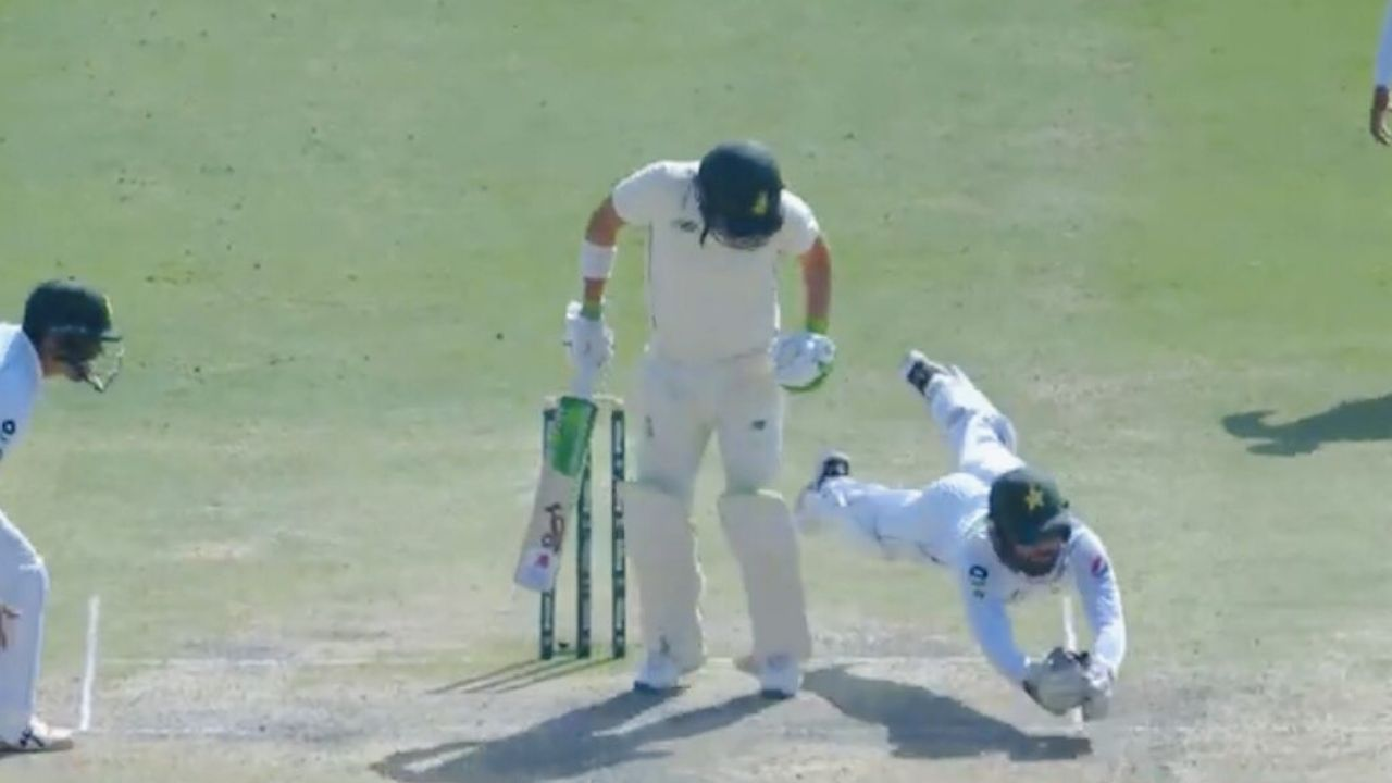 Mohammad Rizwan catch vs South Africa: Rizwan's spectacular catch dismisses Dean Elgar shortly after hand injury