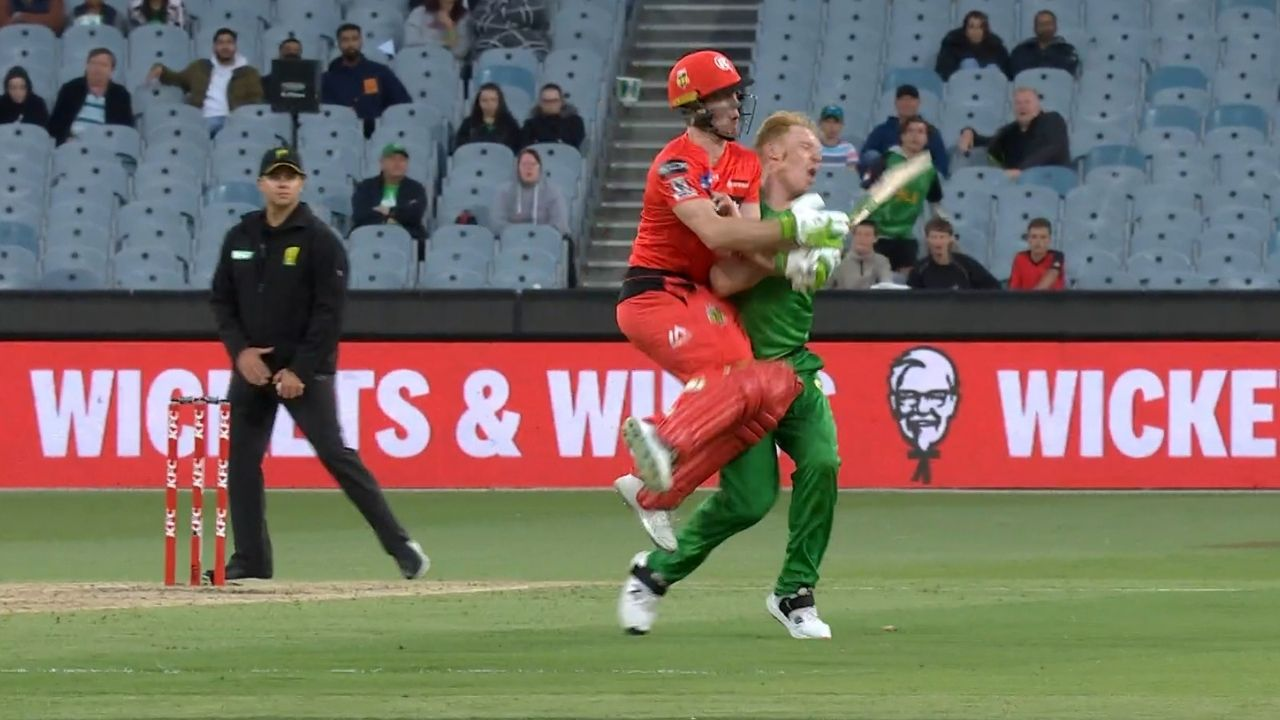 Sam Harper collision: Watch Renegades wicket-keeper batsman crashes into Stars pacer at the MCG