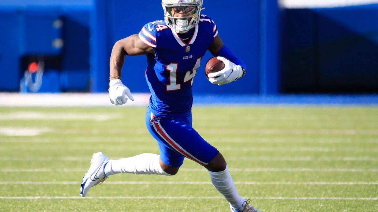 """""""Cole Beasley is like that!!!"""" Bills WR Stefon Diggs reveals both him and teammate Cole Beasley played injured in 2020 NFL playoffs."""