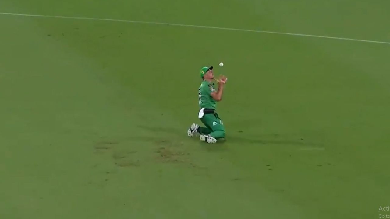 Marcus Stoinis catch vs Heat: Watch Stars all-rounder grabs incredible juggling catch to dismiss Max Bryant