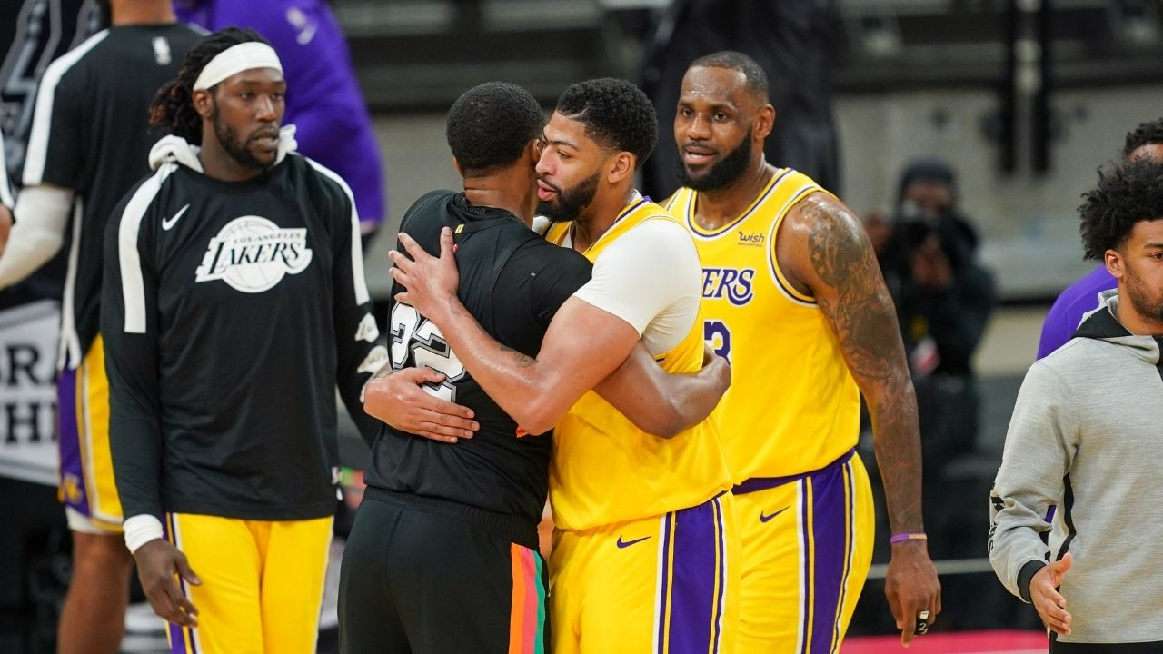 """""""Kyle Kuzma can't stop laughing"""": LeBron James hilariously mimes Anthony Davis's jab step which causes the Lakers star to erupt in laughter"""