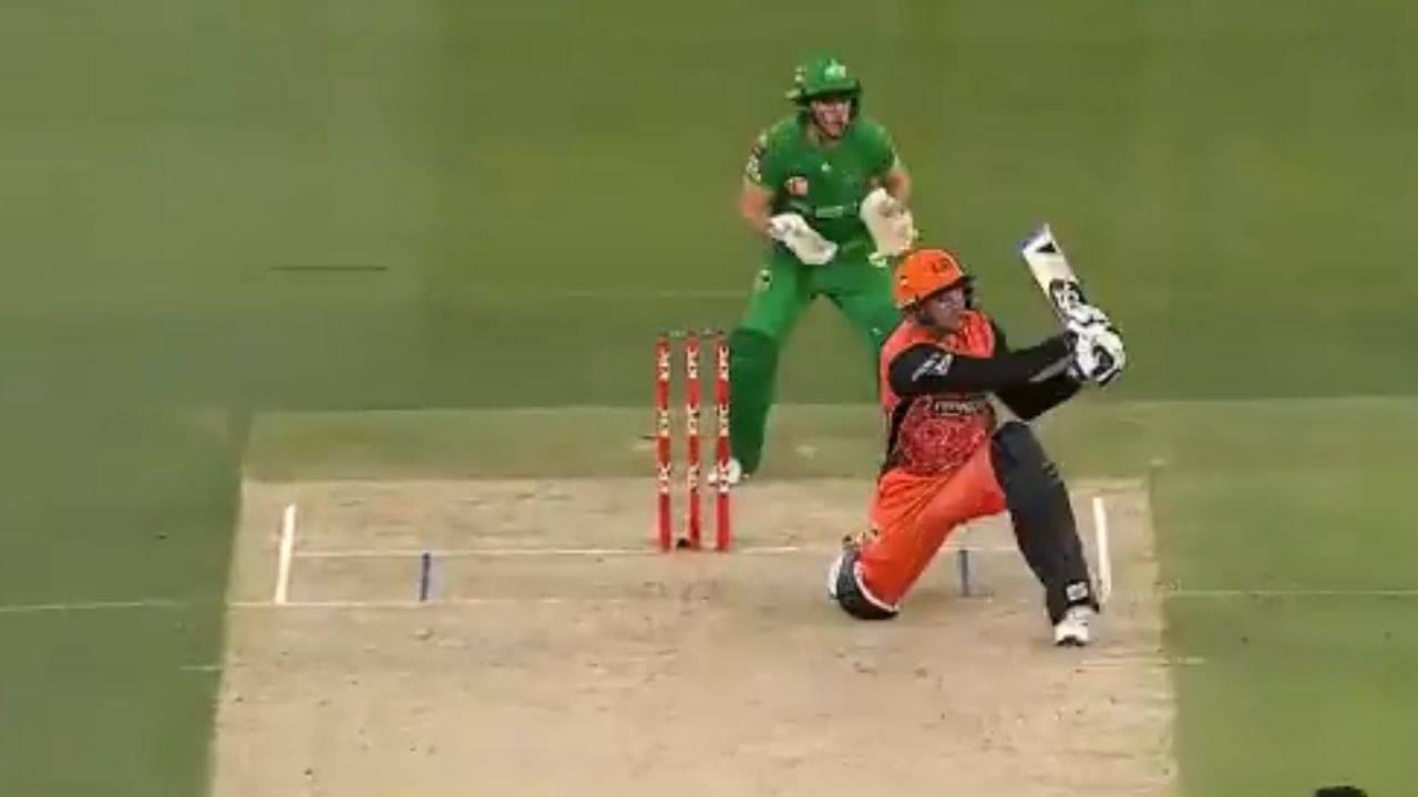 Colin Munro cricket: Watch Perth Scorchers batsman hits ridiculous reverse switch-hit off Zahir Khan in BBL 10