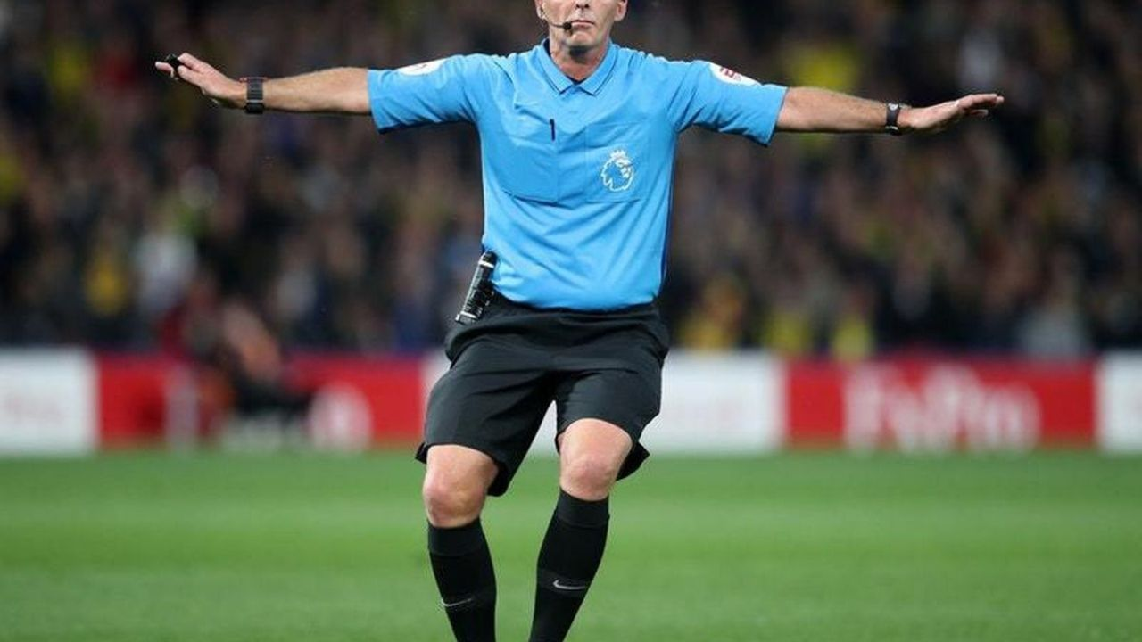 Mike Dean Controversy : Premier League Referee Pulls Out Of League Fixtures After Receiving Death Threats