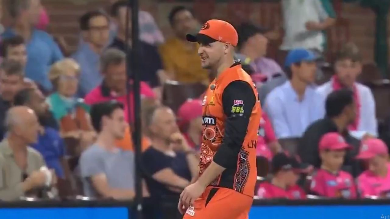 """""""If I was any good, I'd be in India"""": Liam Livingstone involved in crowd banter in BBL 10 final vs Sydney Sixers"""