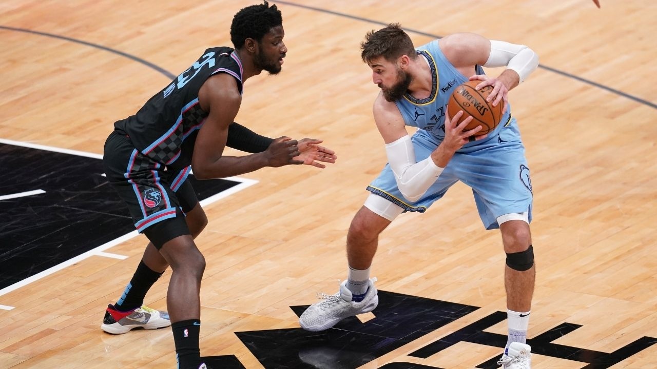 'That was a dangerous play': Jonas Valanciunas pulls down Chimezie Metu's leg after getting dunked on during Grizzlies' game against the Kings