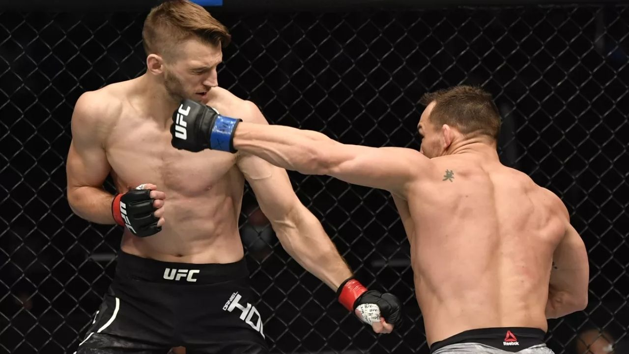 'I'm finished with this sh*tty sport! I'm done!': Dan Hooker reveals why he Instantly decided to retire after incurring a loss against Michael Chandler at UFC 257