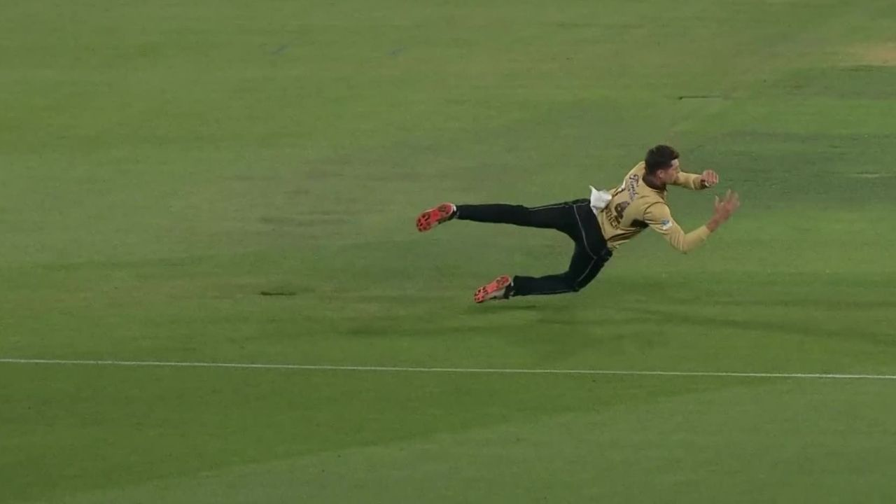 """What a catch"": Mitchell Santner amazes one and all with tremendous catch to dismiss Mitchell Marsh in 1st T20I"