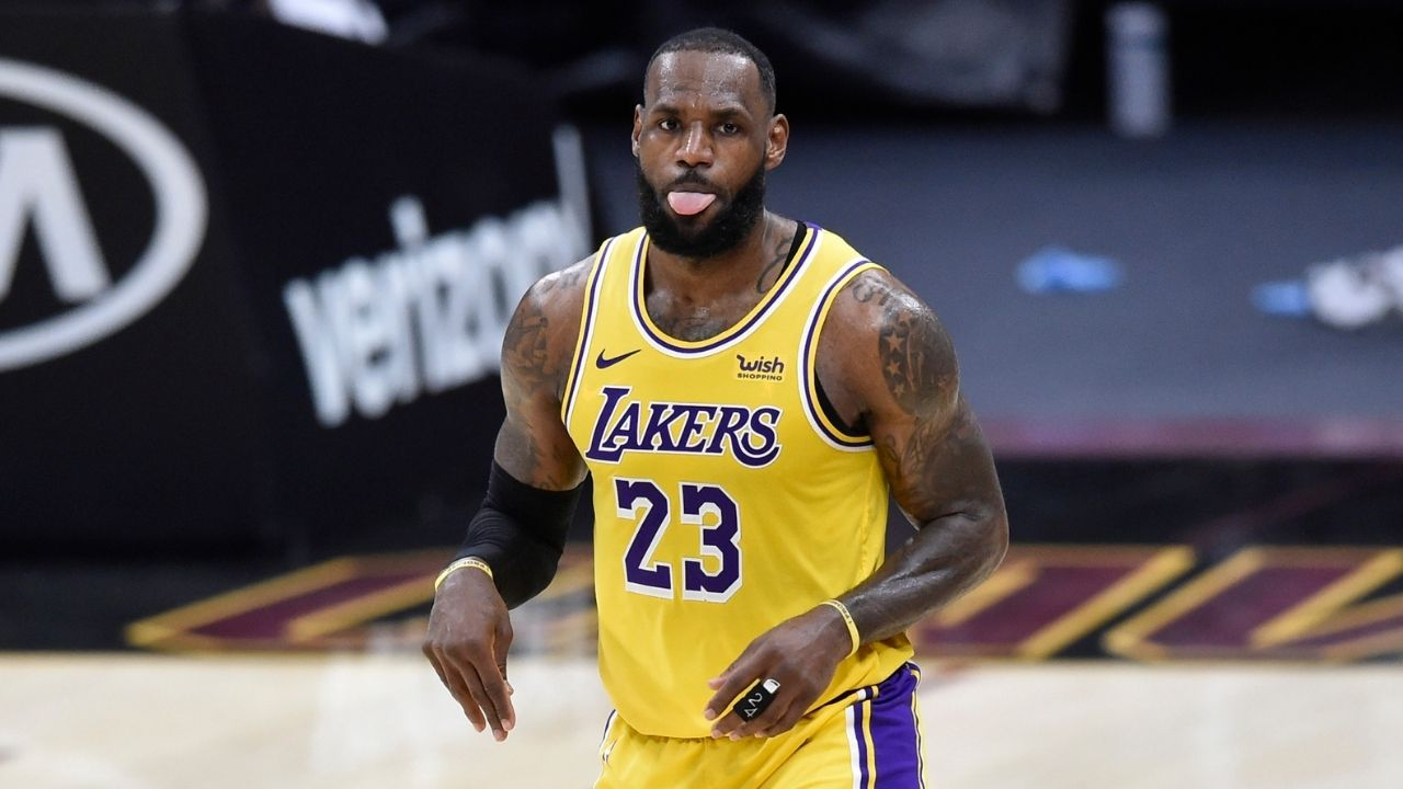 """LeBron James boarded the flight to Phoenix"": Lakers superstar to accompany the team for their next game despite sustaining high ankle sprain"