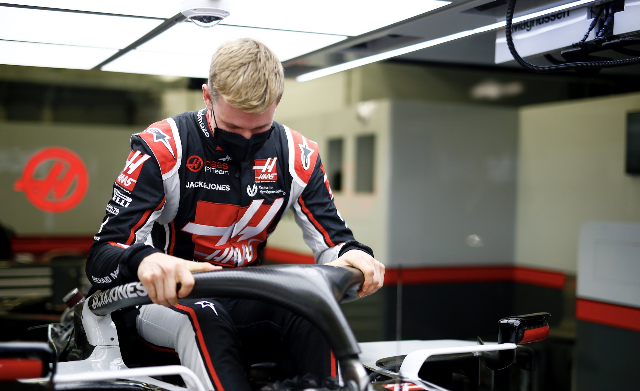 """""""I'm here at the factory"""" - Mick Schumacher completes his seat fitting with the Haas F1 team"""