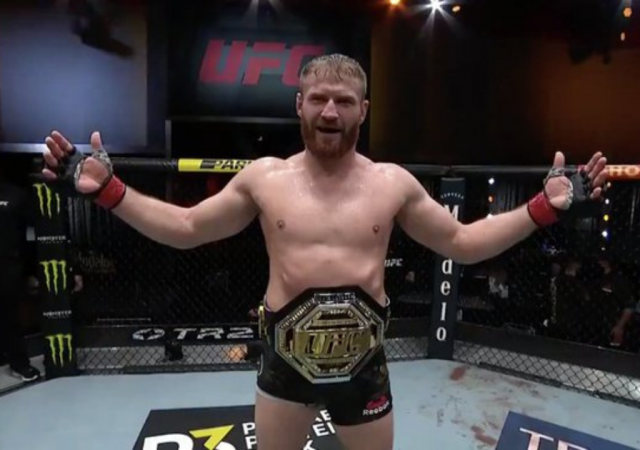 Jan Blachowicz puts an end to Israel Adesanya's double champ pursuit at UFC 259