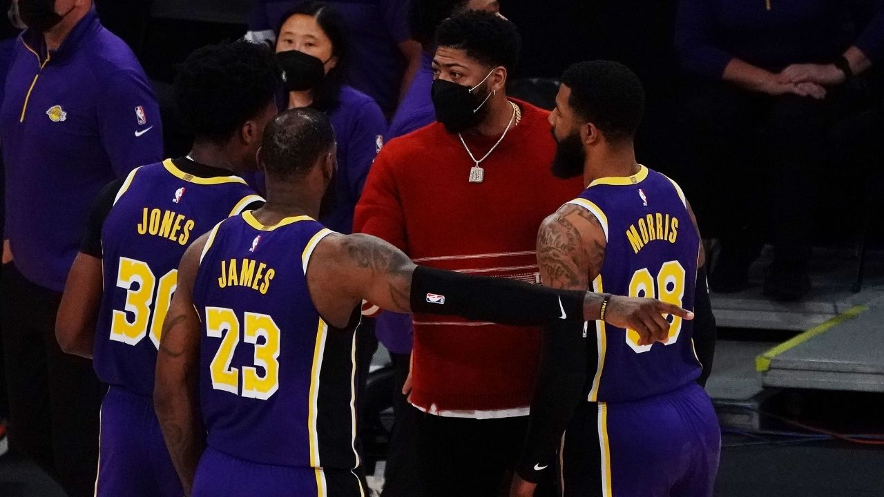 """""""Anthony Davis passed the blunt to LeBron James"""": Lakers stars' hilarious timeout celebration with Markieff Morris"""