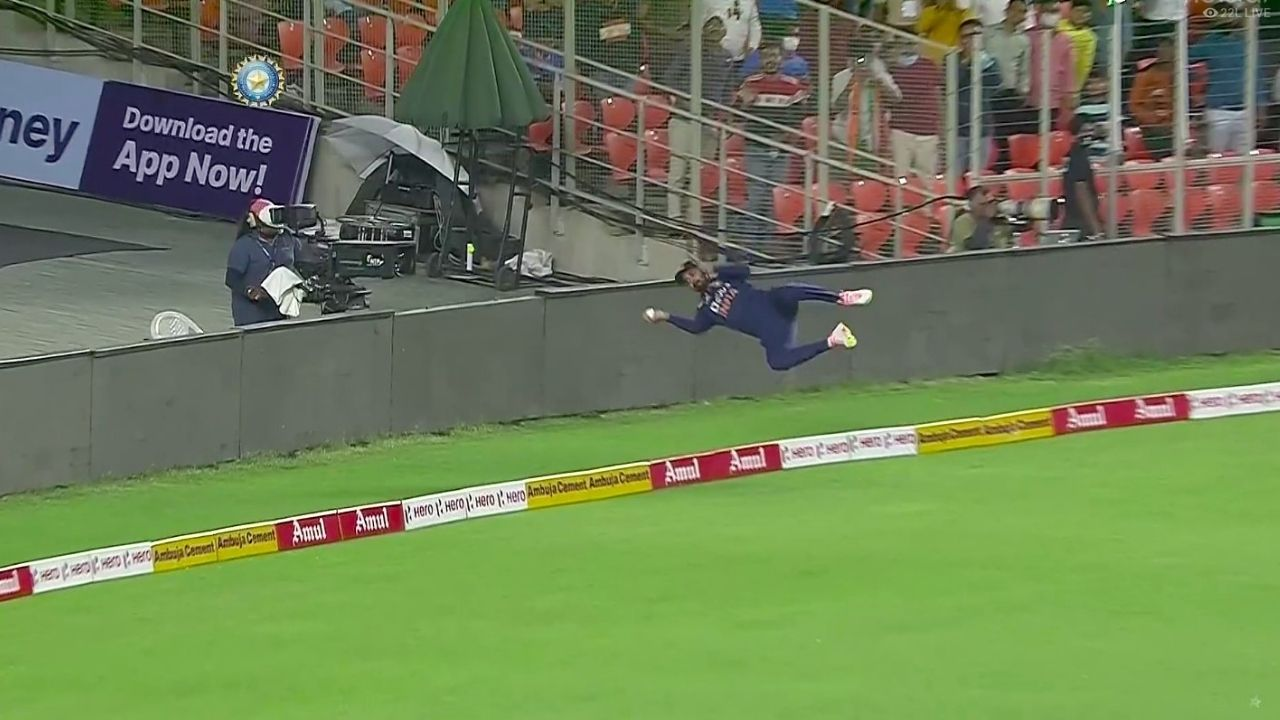 """""""Whaaatttteeeey save"""": Punjab Kings in awe of KL Rahul's flying effort to save four runs vs England in Ahmedabad T20I"""