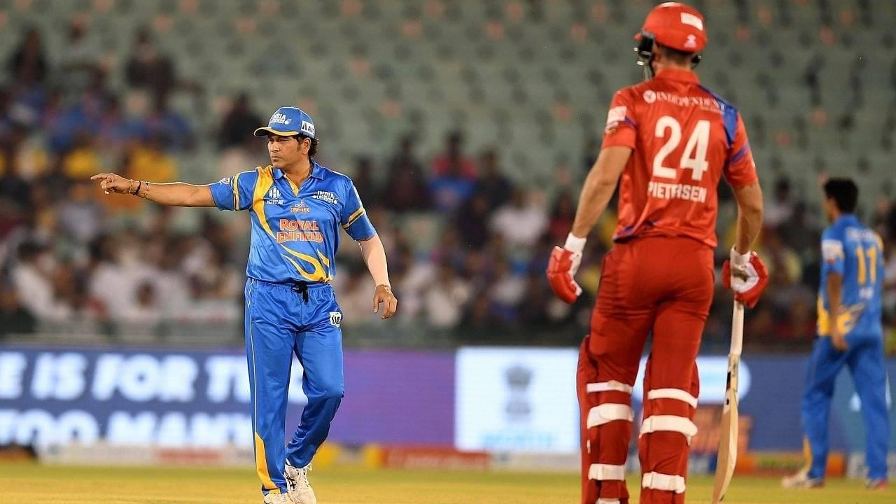 """Pietersen on fire"": Fans amazed as Kevin Pietersen and Phil Mustard score 22 runs off Pragyan Ojha over"