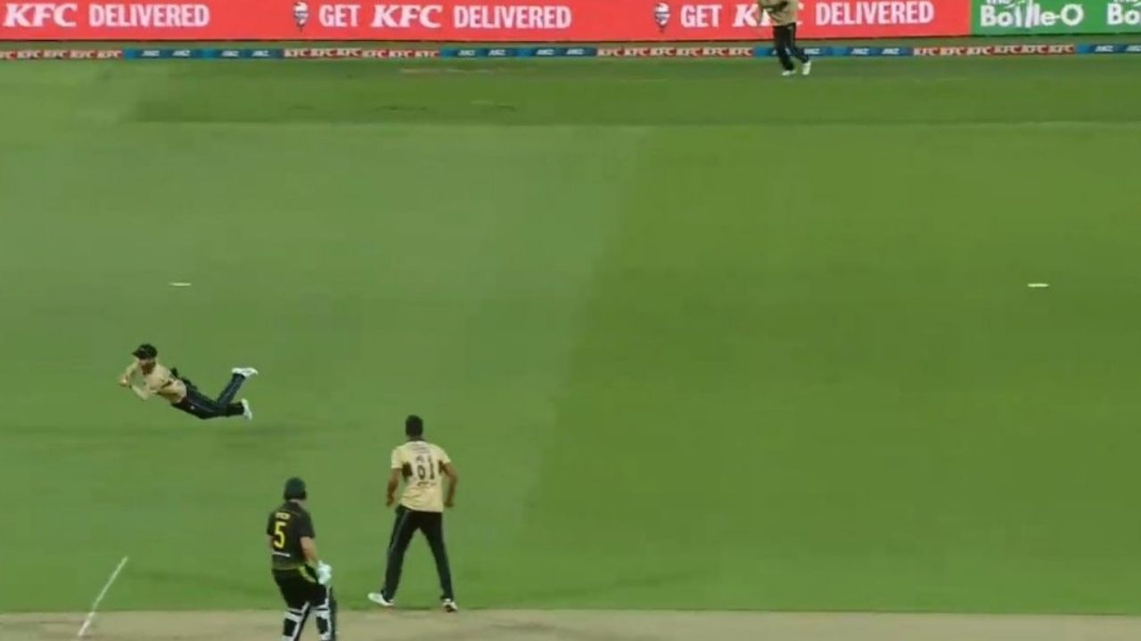 """""""What a catch"""": Kane Williamson dives to his right to dismiss Marcus Stoinis off Ish Sodhi in 4th T20I"""