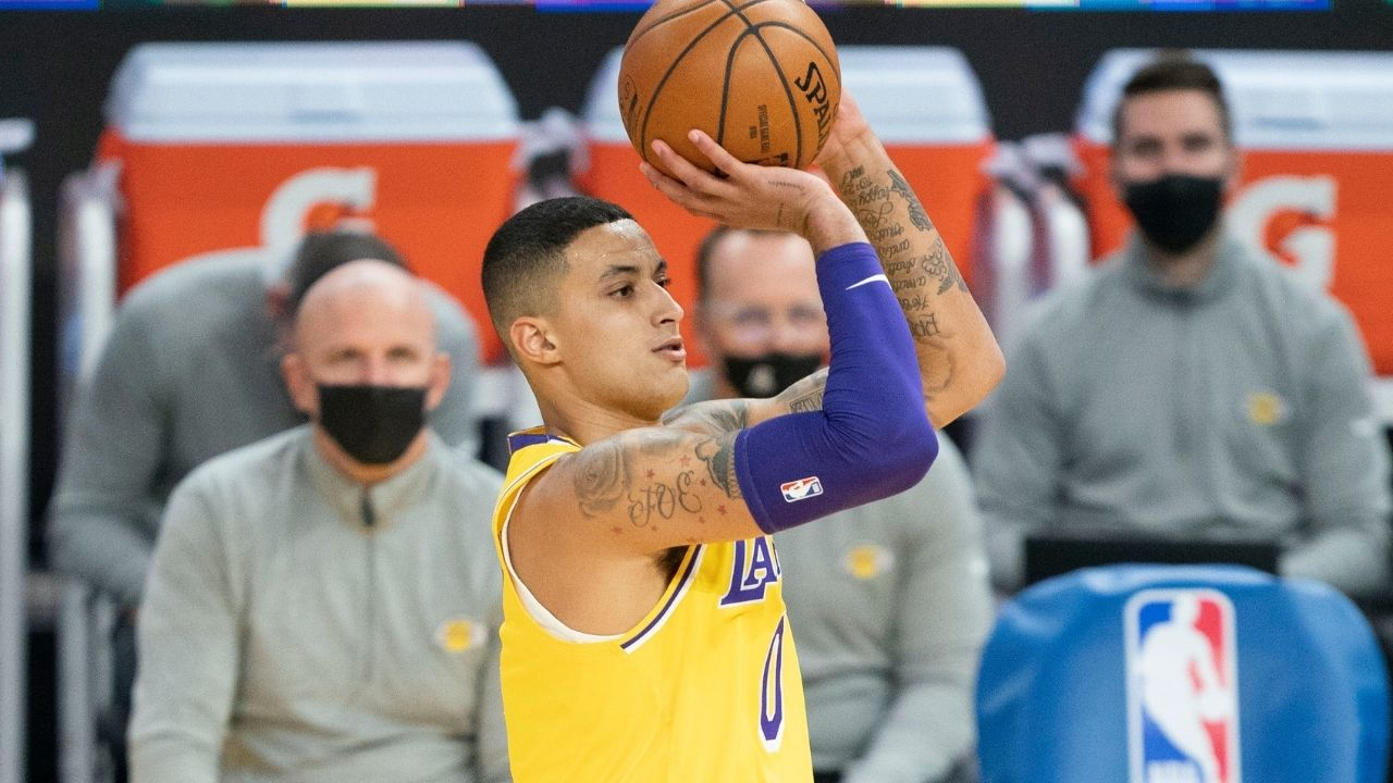 """""""OH MY GOD!"""": Golden State Warriors bench gets hyped up as Lakers' Kyle Kuzma airballs a technical free throw"""