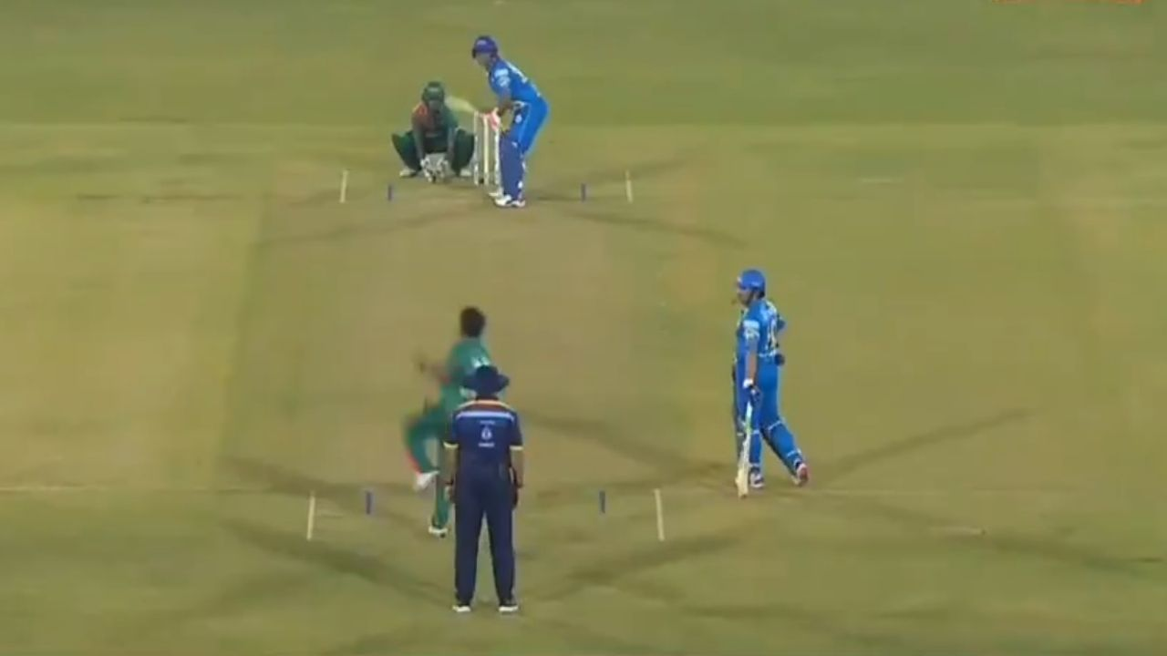 """""""Some things don't change"""": Fans awed as Virender Sehwag scores first-ball boundary in Road Safety World Series 2021"""