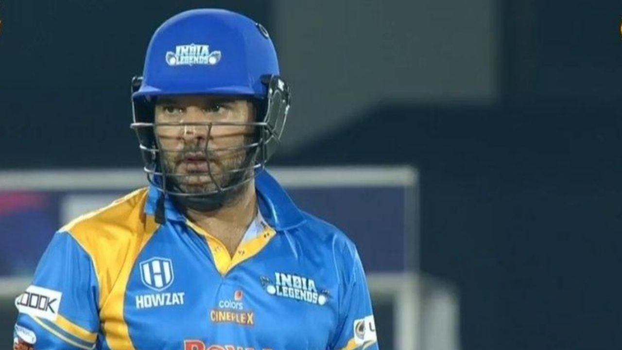 """""""Vintage Yuvraj Singh"""": Twitterati astonished after Yuvraj Singh hits four consecutive sixes in Road Safety World Series"""