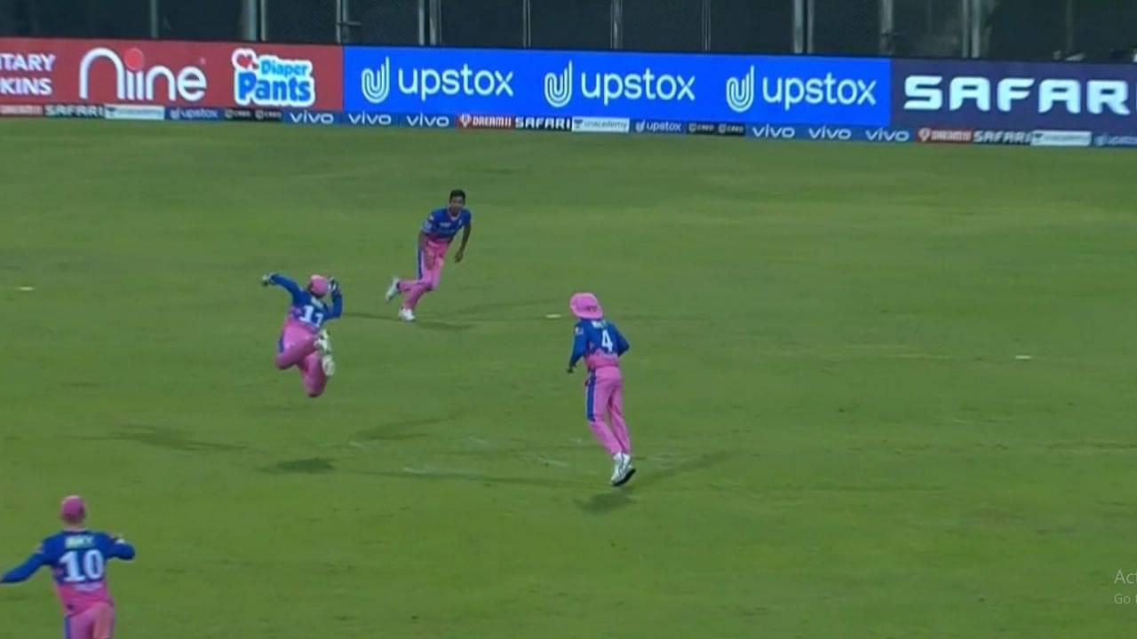 """Flying Sanju"": Sanju Samson grabs remarkable catch to dismiss Shikhar Dhawan in RR vs DC IPL 2021 match"