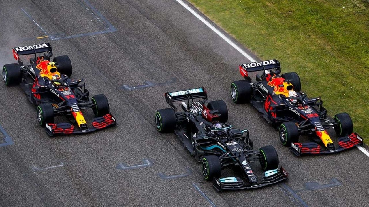 """""""We are still not having a car and power unit that can match the Red Bull""""– Mercedes"""