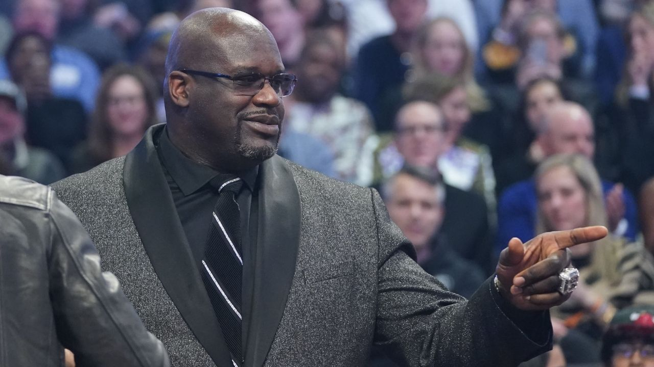 """""""Damn yo mama fine"""": Shaquille O'Neal hilariously flirts with Baylor player DiDi Richards' wife as Dwyane Wade, Candace Parker and Ernie Johnson look on at him on Inside the NBA"""