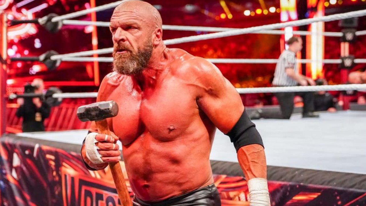 Does Triple H still have a performers contract with the WWE