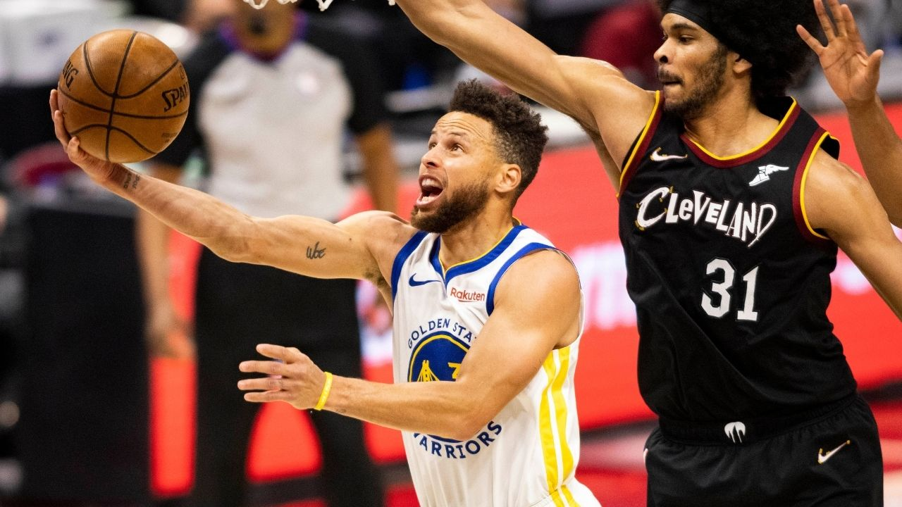 """""""Hey Steph, can you do the Stepherson Airplane?"""": Stephen Curry pulls off airplane celebration after Warriors reporter requests him at halftime"""