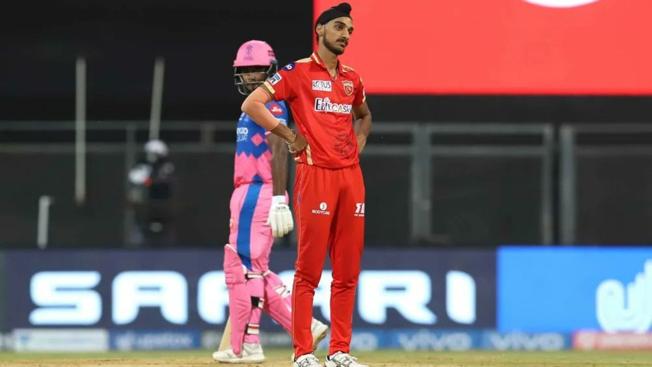 """Well done Sardar ji"": Irfan Pathan praises Arshdeep Singh for restricting Sanju Samson in IPL 2021 clash"