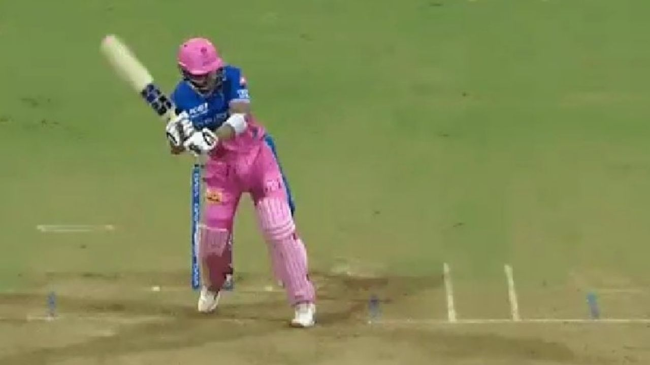 """""""Paracopter"""": Riyan Parag emulates MS Dhoni to play helicopter shot vs RCB in IPL 2021"""