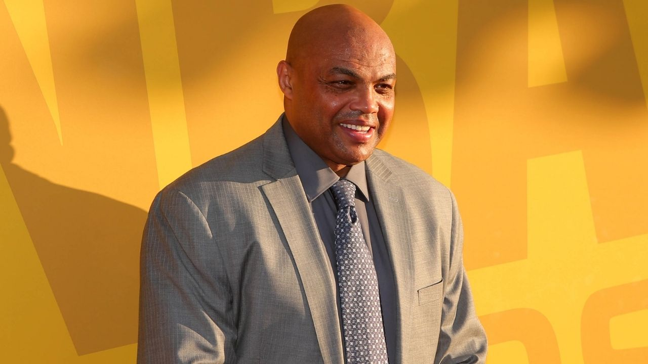"""""""Charles Barkley kissed Dick Bavetta"""": When Chuck raced this 67-year-old referee at the 2007 NBA All-Star Weekend before they locked lips briefly"""