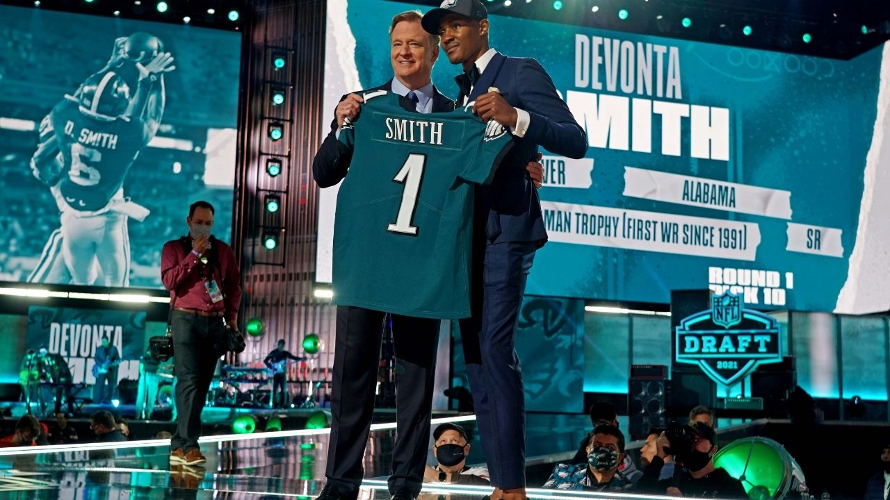 """""""It's there any way, you can be converted to Philadelphia 76ers fan"""" Eagles rookie Devonta Smith reveals that he is a Boston Celtics fan"""