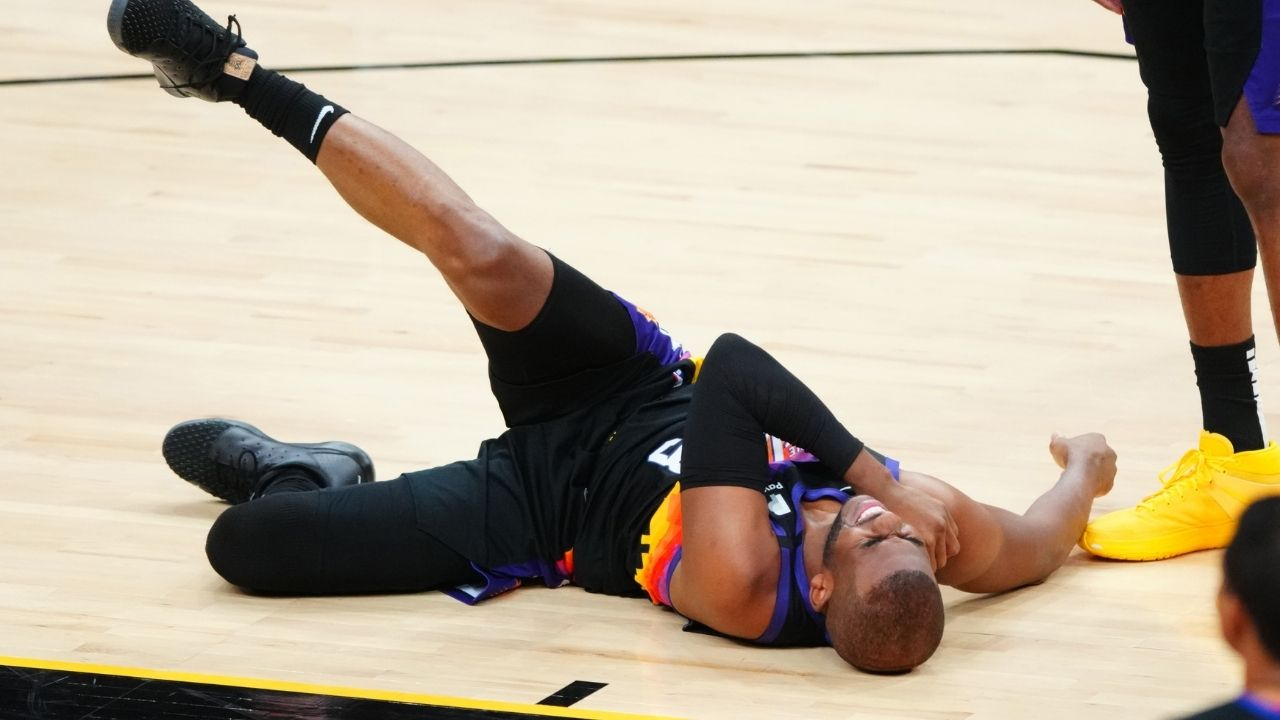 Is Chris Paul injured? Suns star suffered hard fall in Game 1 vs Lakers and grabbed his shoulder